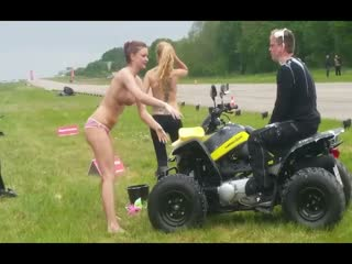 Car wash Strippers for the last classified of the race of quads